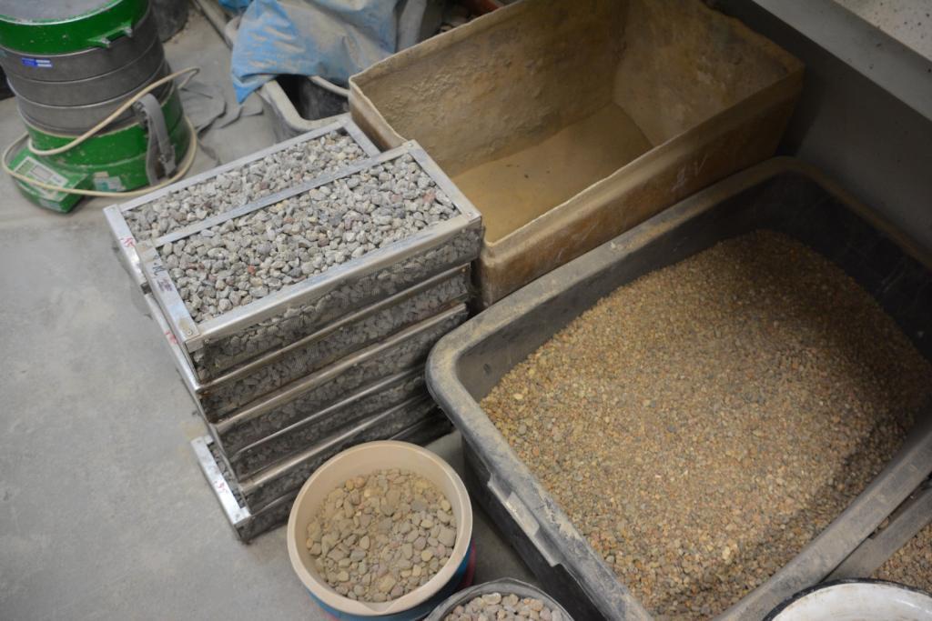Laboratorium Instytutu Budownictwa i Geoinżynierii budowa trocinobetonowych budek lęgowych dla ptaków